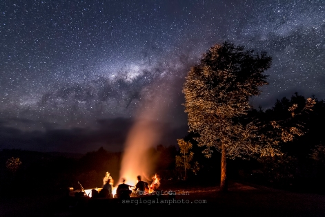 After a 8 h trekking through the Zaminafiry ethnic area in Ambalandingana, Madagascar, nothing is better than singing wrapped by the warmth of your friends, under the starry night.