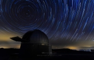 A night under the stars at 2000 m, in the mountains of Aragón, Spain. 4 h startrail timelapse stacked